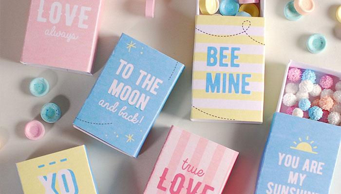 Cajas de cerillas decoradas con mensajes