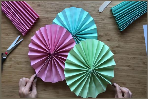 Manualidades que hacer con sobres de colores